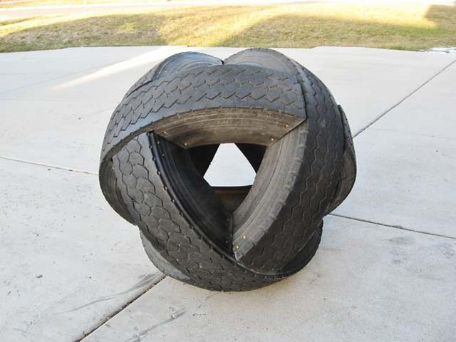 Tireball-Sculpture-of-old-tires-21.jpg.c